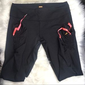 Lucy Power Capri Rouched with pink ties Leggings L